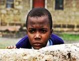 Un film kényan sur le plus vieil écolier au monde