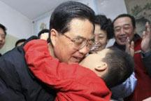 President Hu visits Baoding city to welcome Spring Festival with locals