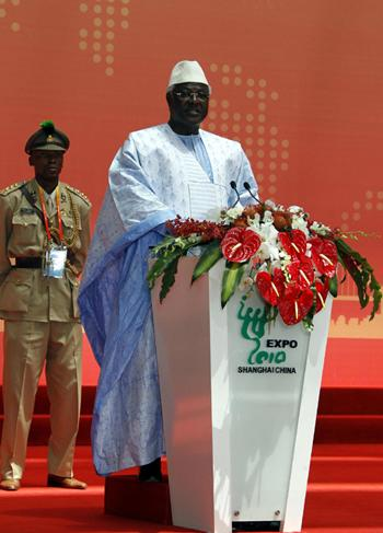 President Koroma of Sierra Leone addresses during the country's National Pavilion Day at the Expo Site in Shanghai, May 7, 2010. As the first African state to hold National Pavilion Day, the Republic of Sierra Leone celebrates its Pavilion Day on Friday inside the Joint-Africa Pavilion at the Shanghai World Expo Site. [Photo/Xinhua]