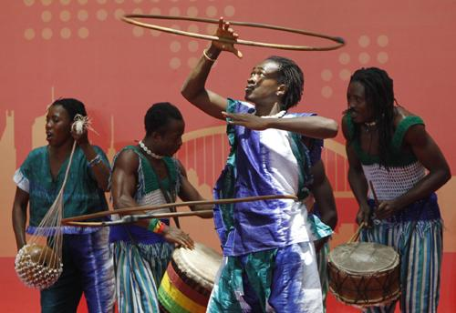 Artists from Sierra Leone perform during the country's National Pavilion Day at the Expo Site in Shanghai, May 7, 2010. [Photo/Xinhua]