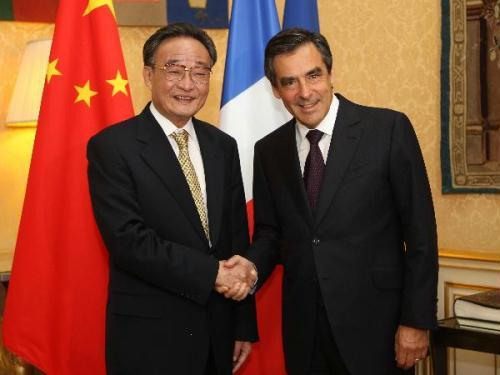 Wu Bangguo (L), chairman of the Standing Committee of China's National People's Congress, the country's top legislature, meets with French Prime Minister Francois Fillon in Paris, July 7, 2010.(Xinhua/Ju Pengg)