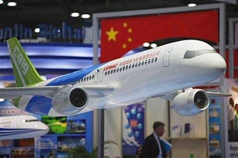 A prototype of China's largest commercial aircraft, the Comac C919 has been unveiled by its producer, the Jiangxi Hongdu Commercial Aircraft Corporation.