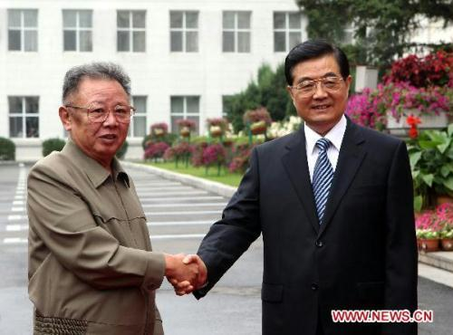 Chinese President Hu Jintao (R) meets with Kim Jong Il, top leader of the Democratic People's Republic of Korea (DPRK), in Changchun, capital of northeast China's Jilin Province, Aug. 27, 2010. (Xinhua/Ju Peng)
