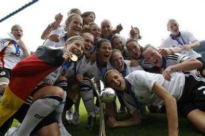 Germany players celebrate after they won the U-20 Women's World Cup soccer match final against Nigeria in the western city of Bielefeld, August 1,2010. REUTERS/Thomas Peter