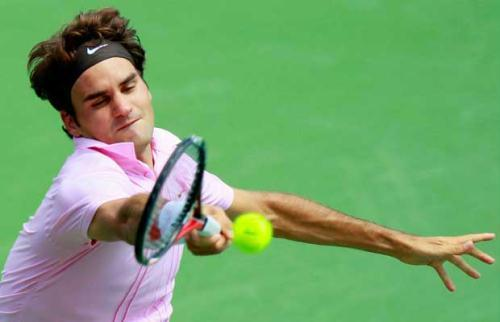 Roger Federer of Switzerland returns a forehand to Mardy Fish during the finals on Day 7 of the Western & Southern Financial Group Masters at the Lindner Family Tennis Center on August 22, 2010 in Cincinnati, Ohio.