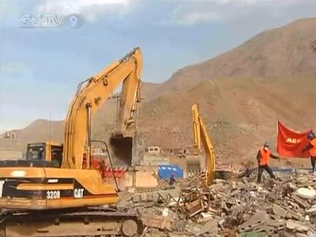 The focus in quake-battered Yushu county has shifted from rescue efforts to reconstruction work.