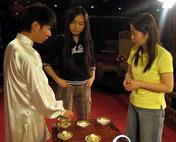 导演们与茶艺师现场沟通