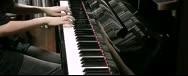 女生钢琴演奏《魂斗罗》太强大!