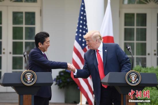 """""""资料图:日本首相安倍晋三与美国总统特朗普。<a"""