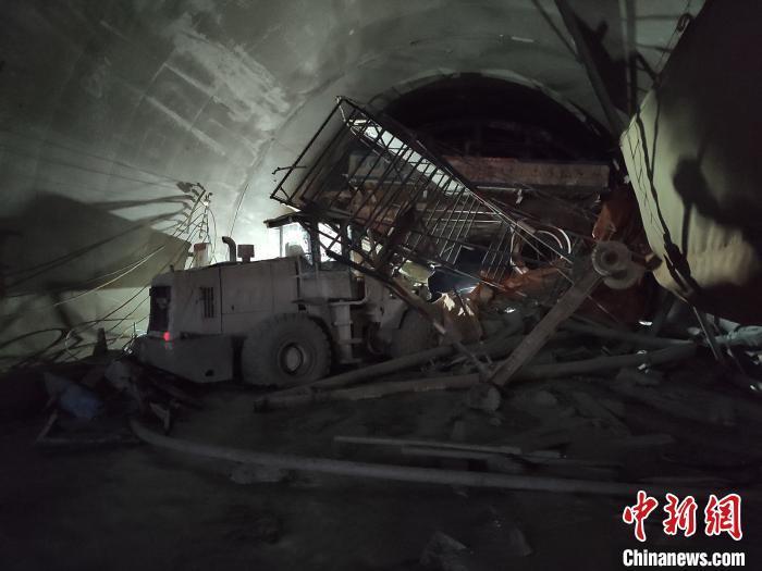 云南安石隧道事故已致4人遇难现场仍有8人被困