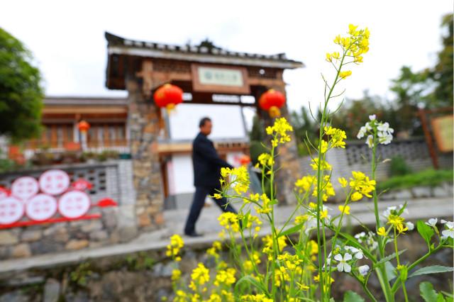 4月13日在贵州省遵义市播州区枫香镇郊外拍摄的乡村风景。新华社图。