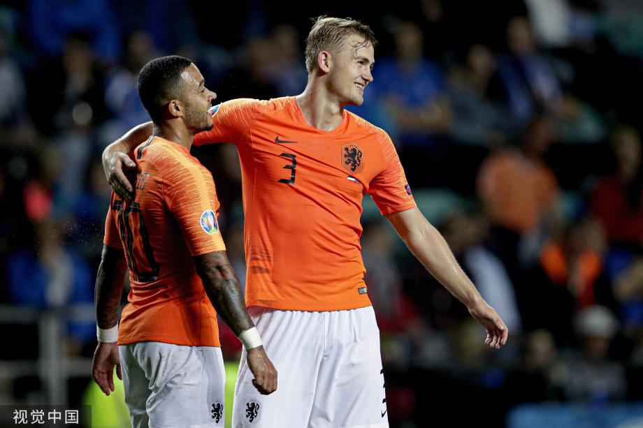 [图]德佩两传一射巴贝尔双响 荷兰4-0爱沙尼亚