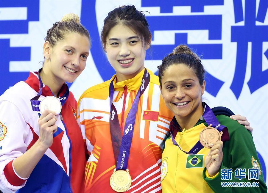 [图]军运会女子100米蝶泳:中国选手张雨霏夺冠