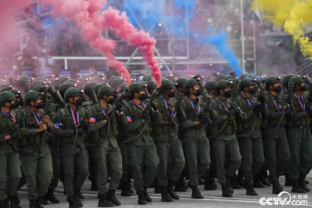 委内瑞拉举行阅兵仪式庆祝独立日插图
