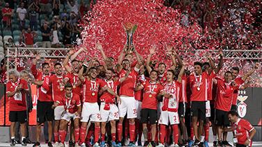 [图]葡萄牙超级杯:本菲卡五球大胜夺冠