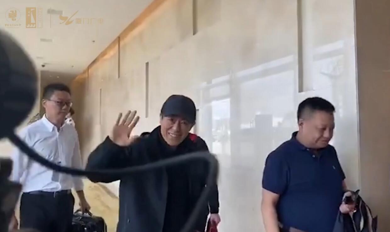 导演张艺谋抵达厦门! 00:00:18