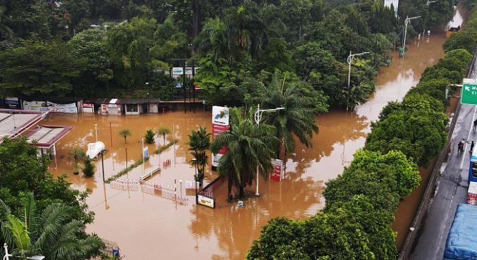 印尼暴雨引发山洪 已造成至少44人死亡9人受伤