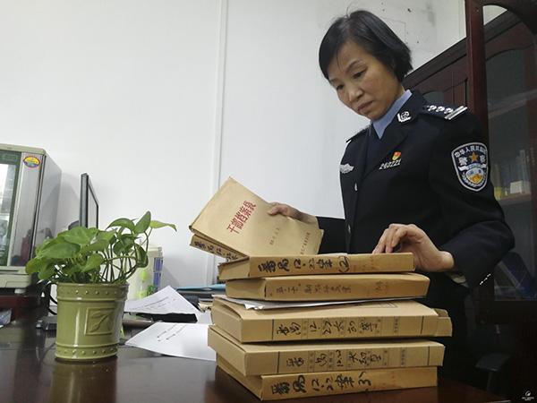 """黄琳绣:扎根基层警队 为""""深蓝""""增添一"""