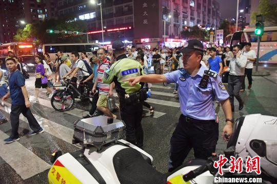 深圳一小车失控撞向行人致3死涉事司机初步排除酒驾