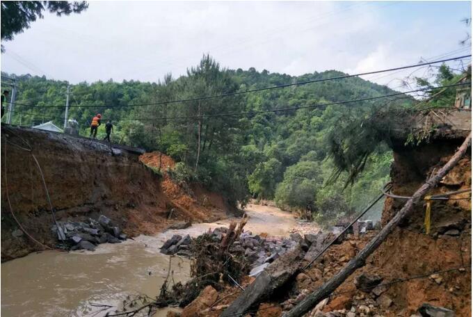 国道205线连城李屋路段抢通中(K2352.3)
