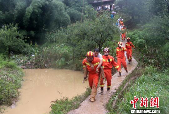 四川持续强降雨致2.4万人受灾,2500人因灾转移