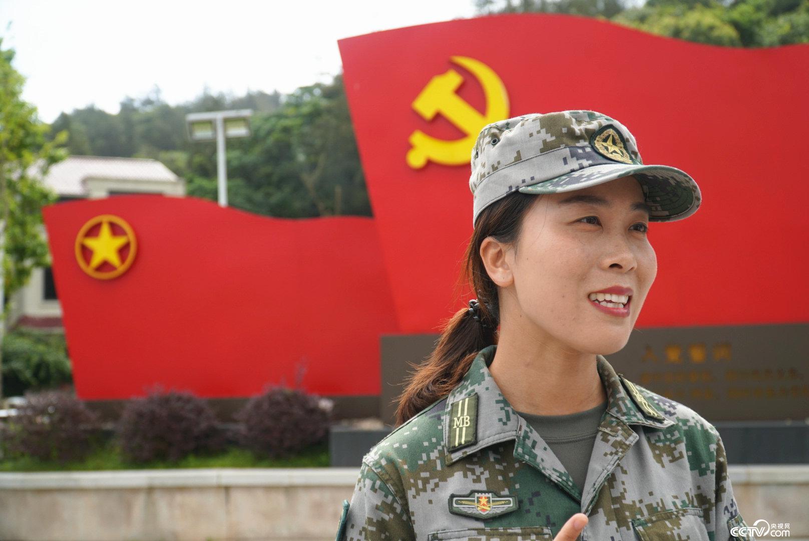 """新一代""""海霞精神""""的延续者,洞头女子民兵连指导员杨燕辉。(王莉莉 摄)"""