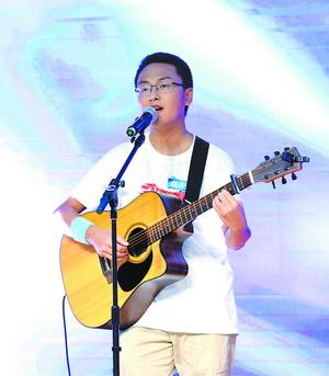 来自上海交通大学的胡尧锟获得银奖。