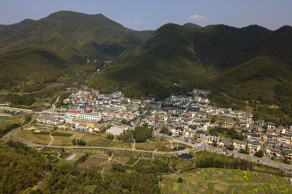 一个理念,让这个小山村实现绿色跨越