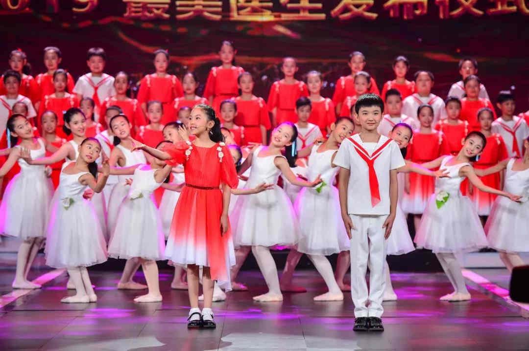 童声合唱《我把健康托付你》表演:银河少年电视艺术团