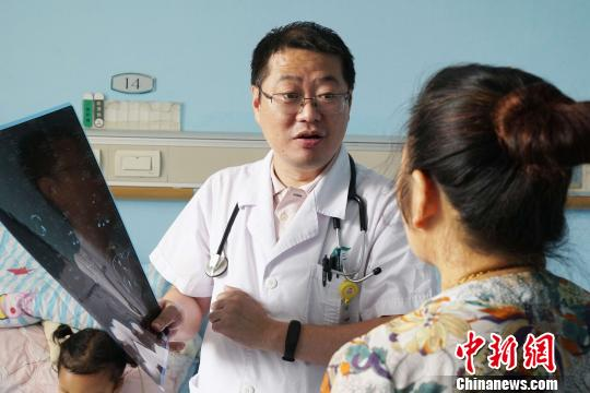 女童患稀有病肉眼可睹心跳3D挨印助其重修胸廓