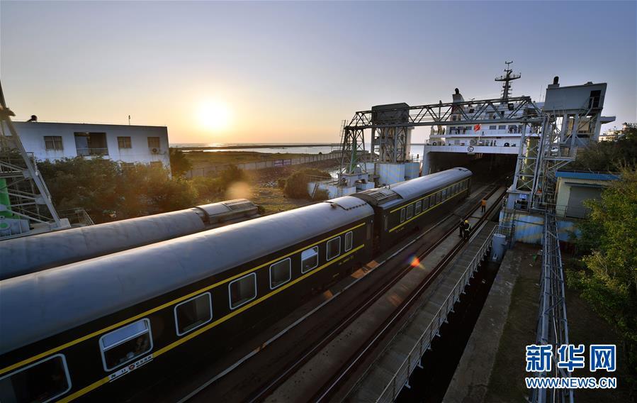 这是中国首条跨海铁路——粤海铁路(2019年1月31日摄)。新华社记者郭程摄