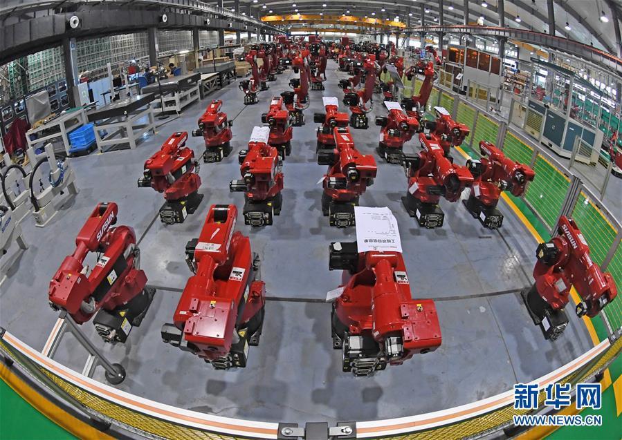 沈阳新松机器人自动化股份有限公司的工业机器人生产车间(2017年6月6日摄)。 新华社记者 杨青 摄