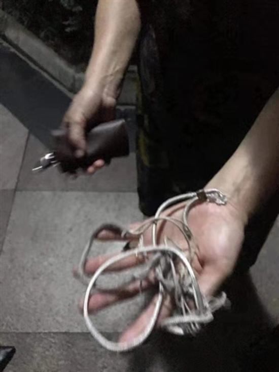 换下来的尼龙绳 受访者供图