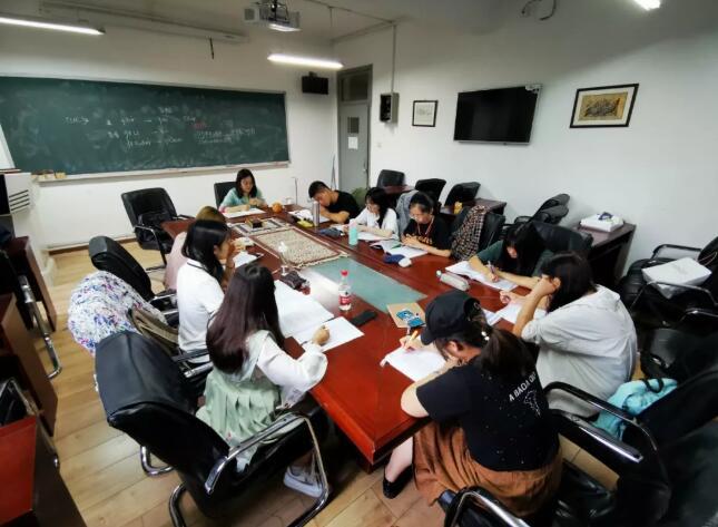 北京外国语大学2018级泰米尔语班正在上课。泰米尔语是印度南部民众广泛使用的语言。新华社记者陈杉摄