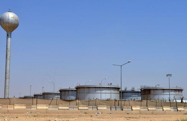 资料图片:沙特阿拉伯首都利雅得附近拍摄的一处沙特阿美石油公司的石油设施。(新华社/法新)