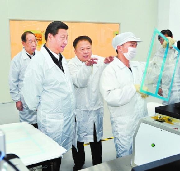 2014年11月1日上午,习近平总书记在台商独资企业宸鸿科技(平潭)有限公司考察