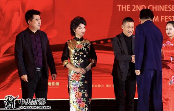廣東漢劇電影《白門柳》主創人員登臺領獎