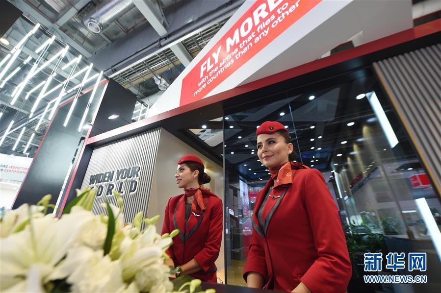 这是11月5日在第二届进博会服务贸易展区拍摄的土耳其航空公司展台。 新华社记者 尹炣 摄