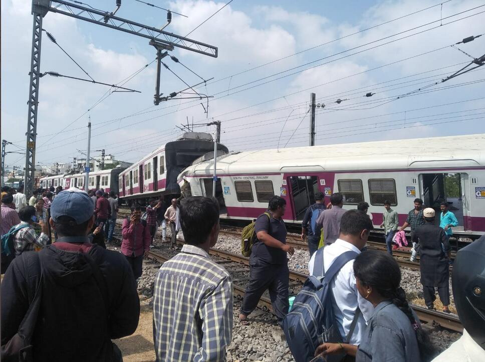 印度两火车相撞 多人受伤