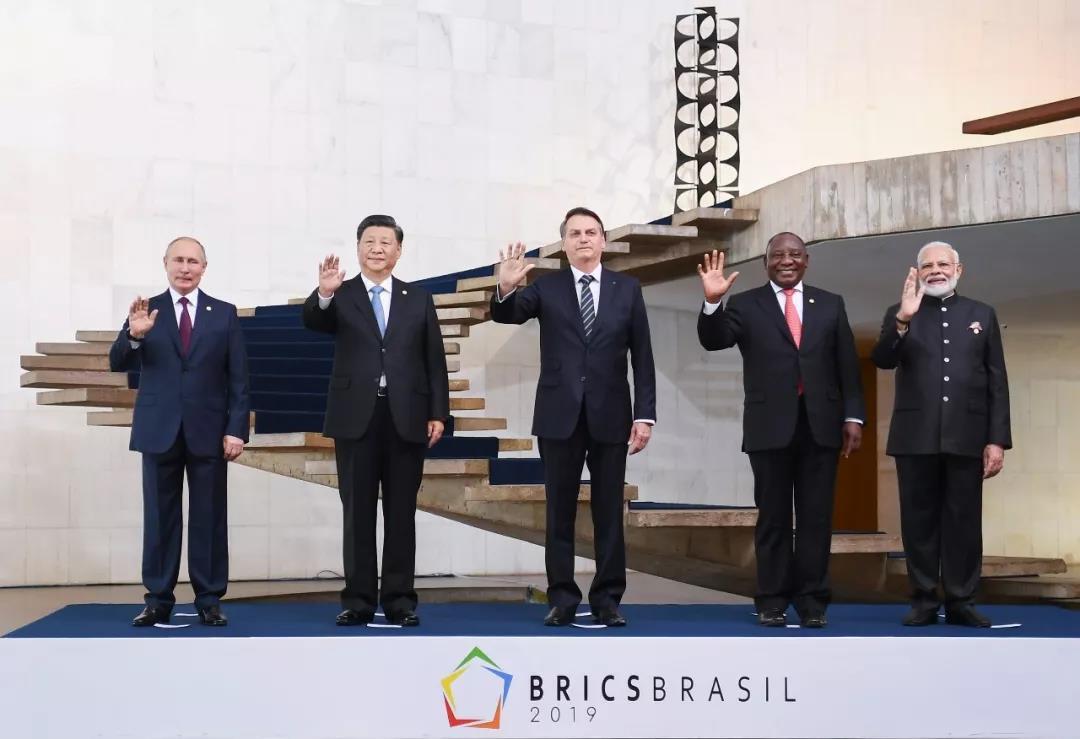 ▲当地时间11月14日,金砖国家领导人第十一次会晤在巴西首都巴西利亚举行。这是五国领导人合影。新华社记者谢环驰摄