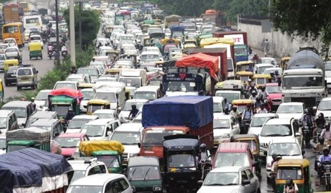 印度发生交通事故  致30多人伤亡