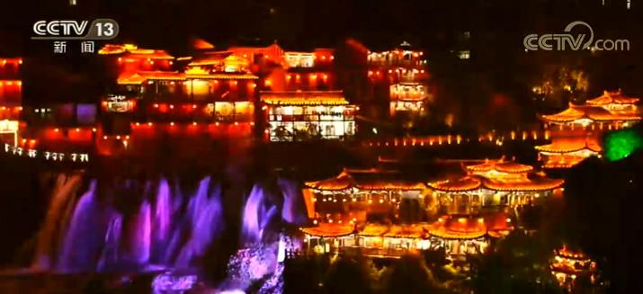 湖南芙蓉镇举办土家摸泥节 进行非遗文化演出