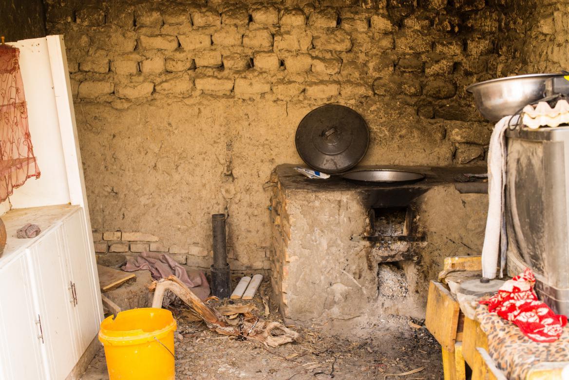 脫貧前的瓦克瓦克村一戶村民家的廚房。