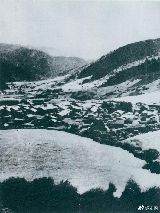 1935年8月20日,中共中央政治局在毛儿盖召开会议,作出了《关于目前战略方针之补充决定》,再次重申两河口会议关于北上的战略方针。图为毛儿盖。